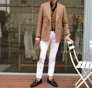 How to wear: tan double breasted blazer, tan waistcoat, black dress shirt, white chinos