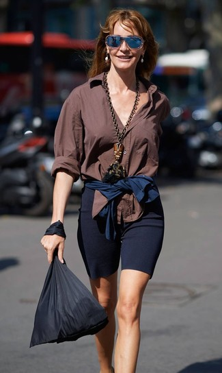 How to wear: brown dress shirt, navy bike shorts, black canvas tote bag, navy sunglasses