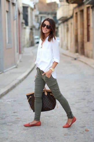 Consider wearing a white dress shirt and cargo pants for a standout ensemble. Bring instant glamour to your getup with orange suede loafers. We love that this getup is ideal when spring comes.