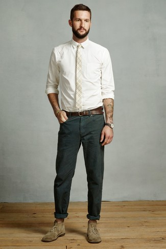 How to wear: white dress shirt, dark green chinos, olive suede desert boots, beige plaid tie