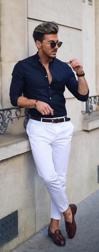 Pairing a navy dress shirt with white chinos is an on-point option for a day in the office. John W. Nordstrom Ethan Loafer will add elegance to an otherwise simple getup. A killer ensemble like this one is just what you need when sunny days set in.