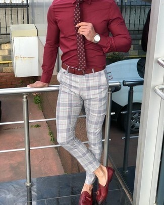 How to Wear a Burgundy Print Tie For Men: A red dress shirt and a burgundy print tie are a refined look that every smart man should have in his closet. If in doubt about the footwear, complete this ensemble with burgundy leather tassel loafers.
