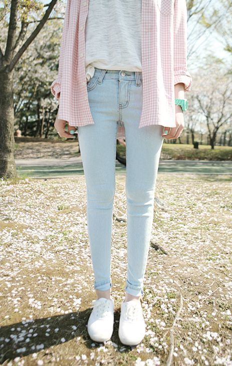 New Light Blue Jeans Outfit Women How To Wear Light Blue Jeans With Black