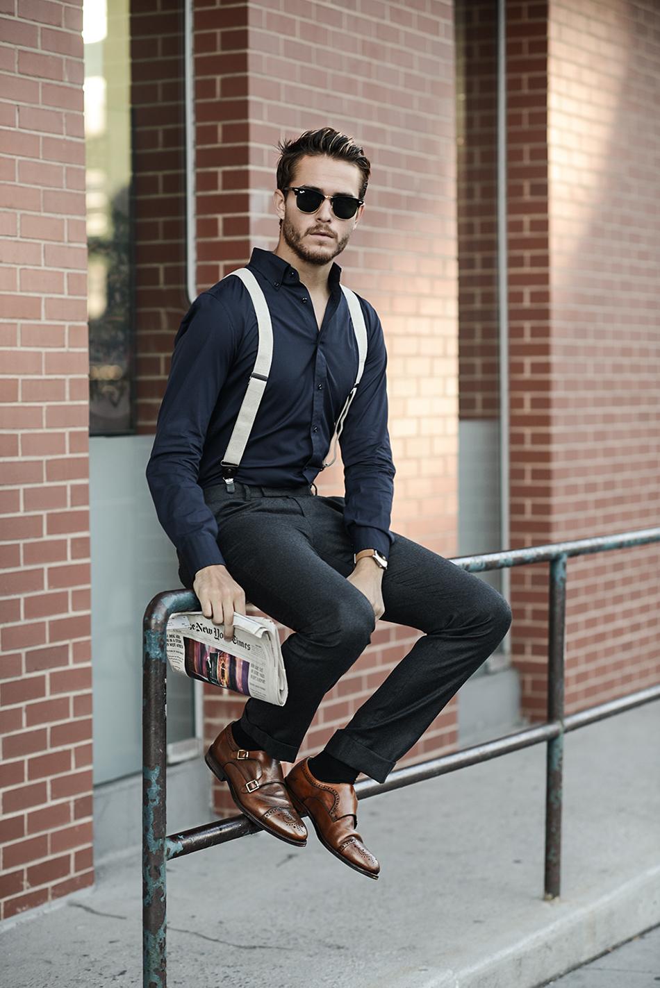 beige bretels met zwart overhemd