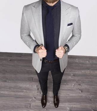 How to Wear Black Dress Pants For Men: Loving how this combo of a navy and white polka dot dress shirt and black dress pants immediately makes men look classy and stylish. Introduce a pair of dark brown leather oxford shoes to the mix and ta-da: this look is complete.