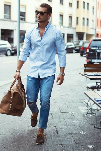 How to wear: light blue polka dot dress shirt, blue ripped jeans, dark brown leather boat shoes, brown leather duffle bag