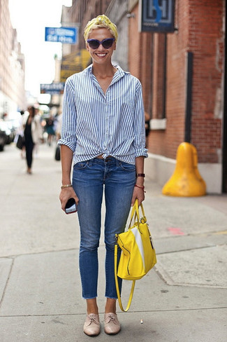 How to wear: white and blue vertical striped dress shirt, blue jeans, beige leather derby shoes, yellow leather tote bag