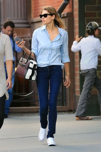 How to wear: light blue dress shirt, navy jeans, white canvas low top sneakers, multi colored leather tote bag