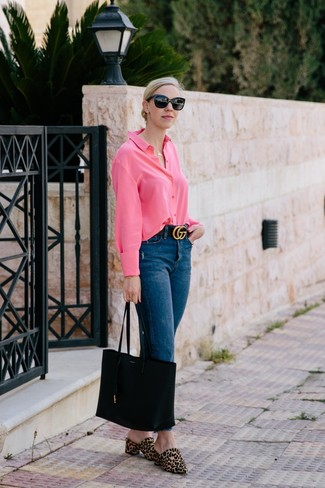 How to Wear Navy Jeans For Women: This casual combo of a hot pink dress shirt and navy jeans comes to rescue when you need to look great in a flash. Tan leopard calf hair mules are an easy way to add an added dose of style to this look.