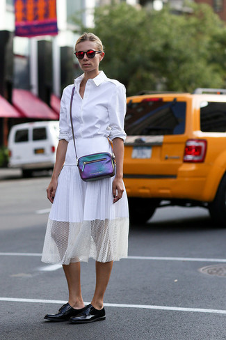How to Wear a Purple Leather Crossbody Bag: Why not dress in a white dress shirt and a purple leather crossbody bag? As well as very functional, both items look great when paired together. You can get a bit experimental on the shoe front and dress down your getup by wearing a pair of black leather derby shoes.