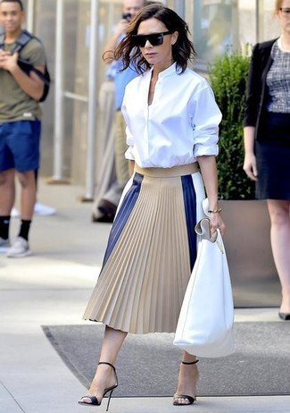 How to wear: white dress shirt, beige pleated leather midi skirt, black leather heeled sandals, white leather tote bag
