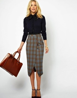Consider pairing a black dress shirt with a tobacco leather tote bag and you'll look stunning anywhere anytime. Round off your ensemble with black leather pumps. There's nothing like a kick-ass outfit to cheer up a dreary fall afternoon.