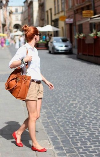 How to wear: white dress shirt, tan shorts, red leather ballerina shoes, orange leather tote bag