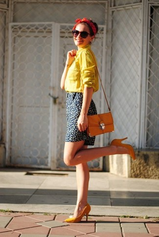 How to wear: yellow dress shirt, navy floral shorts, orange pumps, orange crossbody bag