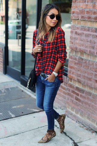 How to Wear Blue Skinny Jeans: For chic style without the need to sacrifice on practicality, we love this combination of a red plaid dress shirt and blue skinny jeans. If you want to instantly tone down your getup with shoes, why not introduce a pair of tan leopard suede ballerina shoes to this look?