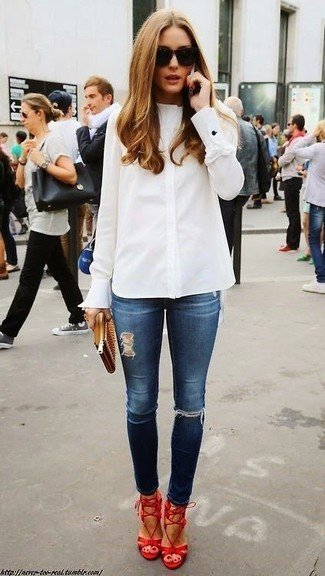 Olivia Palermo wearing White Dress Shirt, Navy Ripped Skinny Jeans, Red Leather Heeled Sandals, Tan Leather Clutch