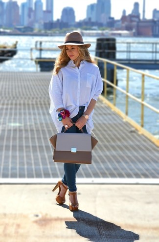 How to wear: blue vertical striped dress shirt, navy skinny jeans, brown suede heeled sandals, brown leather satchel bag