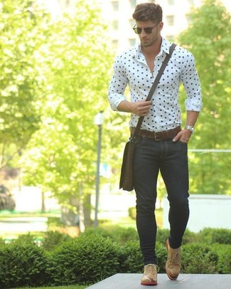 How to wear: white and navy polka dot dress shirt, black skinny jeans, tan leather oxford shoes, dark brown leather messenger bag