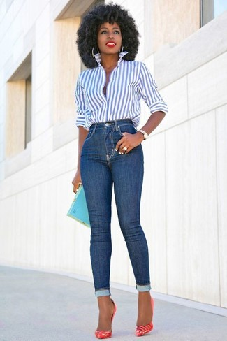 How to wear: white and blue vertical striped dress shirt, blue skinny jeans, red leather pumps, aquamarine clutch