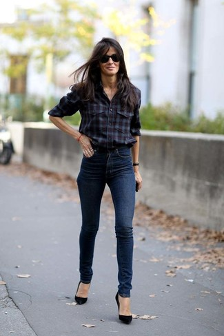 How to wear: burgundy plaid dress shirt, navy skinny jeans, black suede pumps, black sunglasses