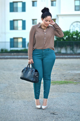 How to wear: brown silk dress shirt, teal skinny pants, silver leather pumps, black leather tote bag