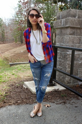 A nicely put together combination of a red and navy check dress shirt and blue distressed boyfriend jeans will set you apart effortlessly. For a more relaxed take, go for a pair of silver leather flat sandals.