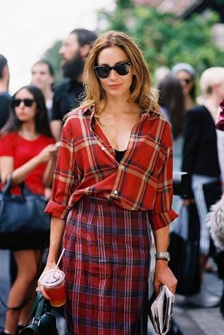 To create an outfit for lunch with friends at the weekend dress in a black tank and a red plaid pencil skirt. This outfit is a pretty wonderful option, especially for autumn, when the temperature is dropping.