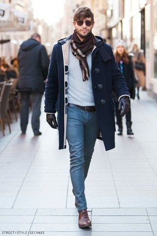 This combination of a Saint Laurent men's Western Duffle Coat and blue chinos will set you apart effortlessly. Polish off the ensemble with brown leather oxford shoes. When spring is in full effect, you'll appreciate how ideal this getup is for in-between weather.