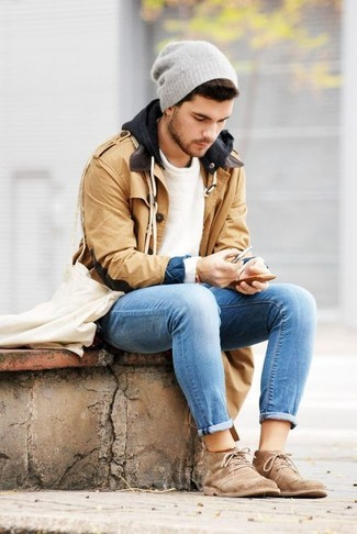 Effortlessly blurring the line between elegant and casual, this combination of a camel duffel coat and light blue jeans is likely to become one of your favorites. This outfit is complemented perfectly with tan suede desert boots.