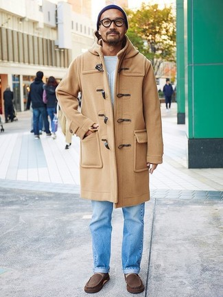 How to Wear a Navy Beanie For Men: Why not choose a camel duffle coat and a navy beanie? Both items are totally functional and will look awesome paired together. Finishing with dark brown leather driving shoes is a fail-safe way to bring an added touch of sophistication to this outfit.