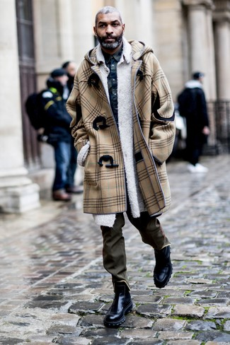 How to Wear Olive Chinos: A camel duffle coat and olive chinos are absolute mainstays if you're crafting a classic and casual wardrobe that holds to the highest menswear standards. To give your overall outfit a dressier aesthetic, why not introduce a pair of black leather chelsea boots to the equation?