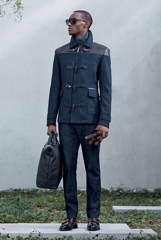 This pairing of a navy duffle coat and navy jeans is perfect for a night out or smart-casual occasions. To add elegance to your getup, round off with dark brown leather double monks. Can you see how super easy it is to look stylish and stay toasty when fall arrives, all thanks to ensembles like this?