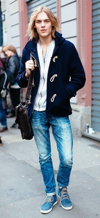 This combination of a navy duffle coat and blue jeans is super easy to make up without a second thought, helping you look stylish and ready for anything without spending a ton of time rummaging through your closet. Finish off your getup with blue suede desert boots. This ensemble is perfect for transitional weather.