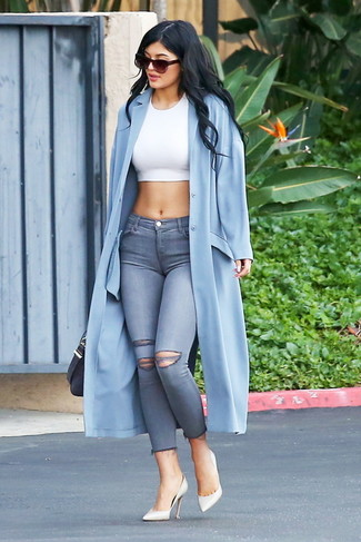 How to wear: light blue duster coat, white cropped top, grey ripped skinny jeans, white leather pumps