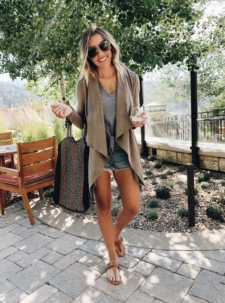 How to wear: brown duster coat, grey v-neck t-shirt, navy denim shorts, brown leather thong sandals