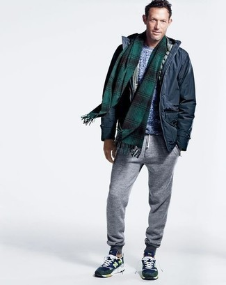 Sweatpants Outfits For Men: A navy field jacket and sweatpants are a cool outfit that will easily take you throughout the day. Finishing with navy athletic shoes is an easy way to bring a sense of stylish nonchalance to this ensemble.