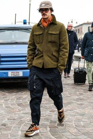 How to Wear a Tan Baseball Cap For Men: Inject personality into your daily fashion mix with an olive field jacket and a tan baseball cap. For something more on the smart side to complement this ensemble, introduce tan leopard canvas low top sneakers to this ensemble.