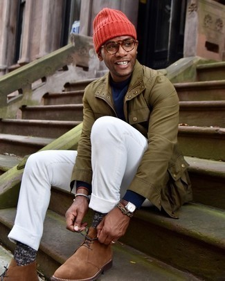 Brown Suede Desert Boots Outfits: An olive field jacket and white corduroy chinos are a smart getup to take you throughout the day. Brown suede desert boots look wonderful completing this getup.