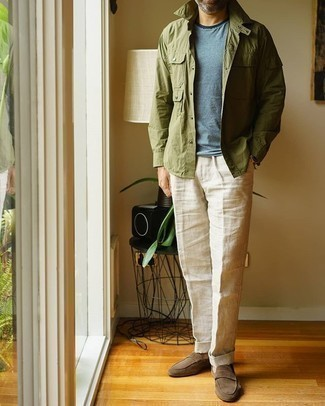 Grey Crew-neck T-shirt Outfits For Men: Up your off-duty style game by combining a grey crew-neck t-shirt and beige linen dress pants. On the fence about how to complement your look? Wear brown suede loafers to kick up the wow factor.