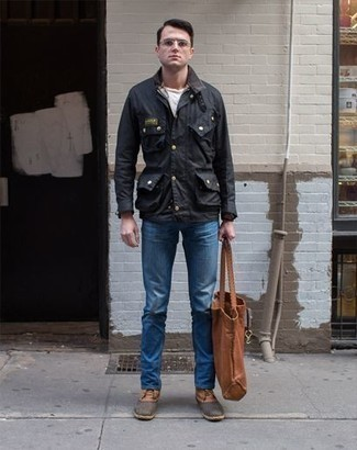How to Wear a Brown Leather Tote Bag For Men: A black field jacket and a brown leather tote bag are a contemporary combination that every style-conscious guy should have in his off-duty fashion mix. Make a bit more effort with shoes and introduce a pair of brown leather casual boots to your ensemble.