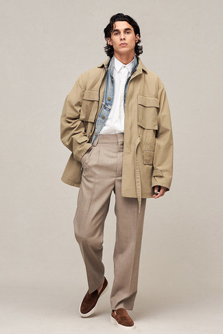 Khaki Chinos Warm Weather Outfits: Dress in a khaki field jacket and khaki chinos for both on-trend and easy-to-create ensemble. Make your ensemble slightly sleeker by finishing off with brown suede loafers.