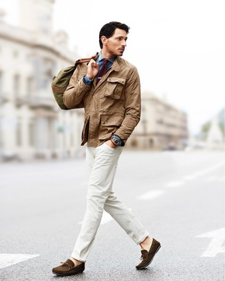 Pairing a field jacket with white jeans is a comfortable option for running errands in the city. A pair of dark brown suede moccasins fits right in here. This ensemble is the definition of perfect for those warmer days of spring.