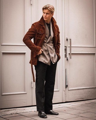 Tan Double Breasted Blazer Outfits For Men: Go all out in a tan double breasted blazer and black dress pants. Add a pair of black leather loafers to your getup to infuse an air of stylish effortlessness into your outfit.