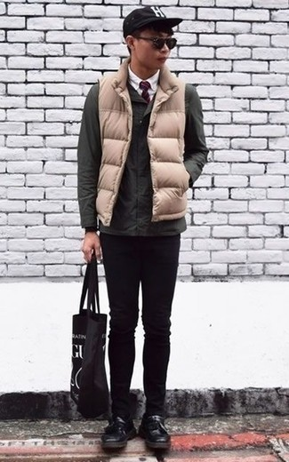 How to Wear Black Leather Tassel Loafers: Try teaming a dark green field jacket with black skinny jeans to achieve a seriously sharp and modern-looking off-duty outfit. And if you need to instantly step up your look with a pair of shoes, why not complete this outfit with a pair of black leather tassel loafers?