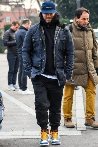 How to Wear a Navy Baseball Cap For Men: For a bold casual outfit without the need to sacrifice on practicality, we turn to this pairing of a navy field jacket and a navy baseball cap. To give this ensemble a more polished aesthetic, why not introduce white and blue leather high top sneakers to the equation?
