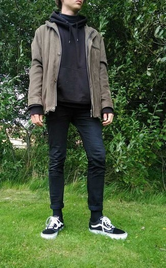 Black Hoodie Outfits For Men: A black hoodie and navy skinny jeans are a good combo that will easily carry you throughout the day. Make this outfit slightly classier by rounding off with black and white canvas low top sneakers.