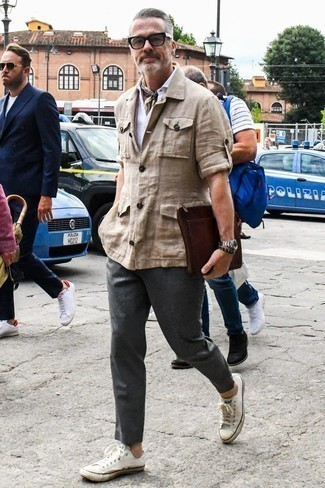 How to Wear Clear Sunglasses For Men: A beige linen field jacket and clear sunglasses are great menswear essentials to add to your current arsenal. White canvas low top sneakers are the most effective way to bring a hint of elegance to this getup.