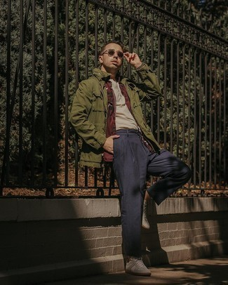Henley Shirt Outfits For Men: Rock a henley shirt with navy chinos for an effortless kind of refinement. If you're hesitant about how to finish off, add a pair of white leather low top sneakers to the mix.