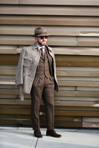 Dark Brown Three Piece Suit with Hat Outfits: This combination of a dark brown three piece suit and a hat is hard proof that a straightforward off-duty look doesn't have to be boring. Dark brown suede oxford shoes are guaranteed to infuse a dash of polish into this look.