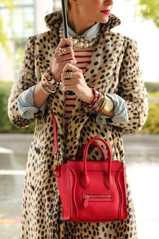 Make a tan leopard fur coat and a white and red striped crew-neck jumper your outfit choice to effortlessly deal with whatever this day throws at you.
